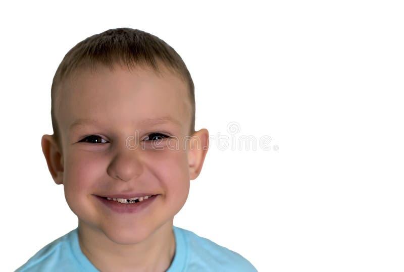 微笑的婴孩,在白色背景的坏牙 免版税图库摄影