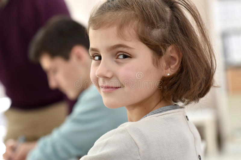 微笑的学校女孩画象  图库摄影