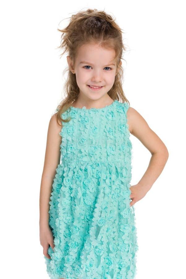 微笑的小女孩立场 免版税库存照片