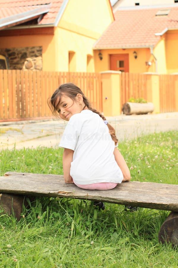 微笑的小女孩 库存照片