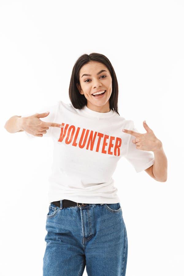 微笑的少女佩带的志愿T恤杉身分 免版税图库摄影