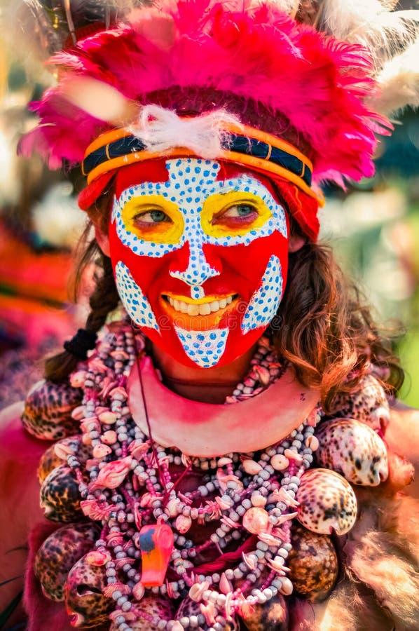 微笑的少妇在巴布亚新几内亚 库存图片
