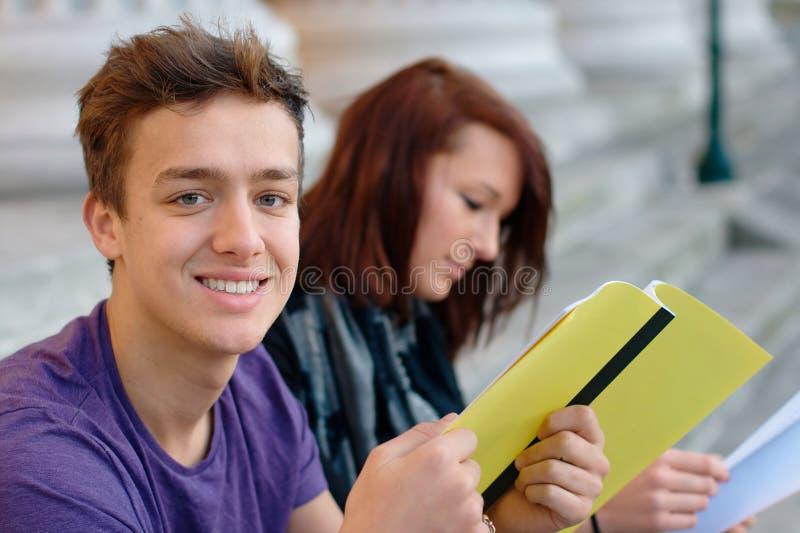微笑的少年学生户外 图库摄影