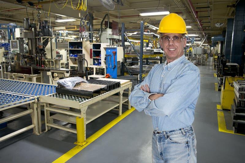 微笑的工业制造业工厂劳工 免版税库存照片