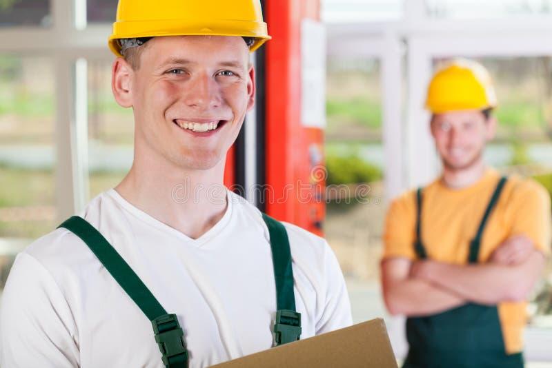 微笑的工厂劳工 库存照片