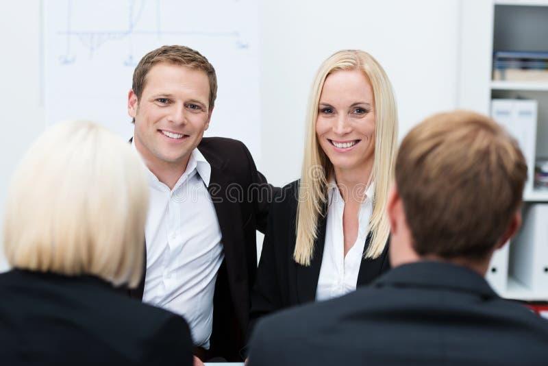 微笑的工友在业务会议 免版税库存图片