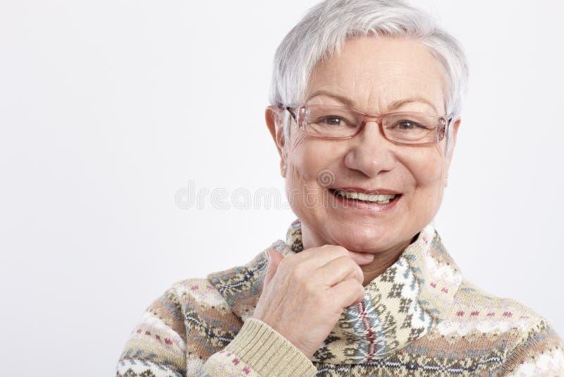 微笑的年长妇女特写镜头纵向  免版税库存图片