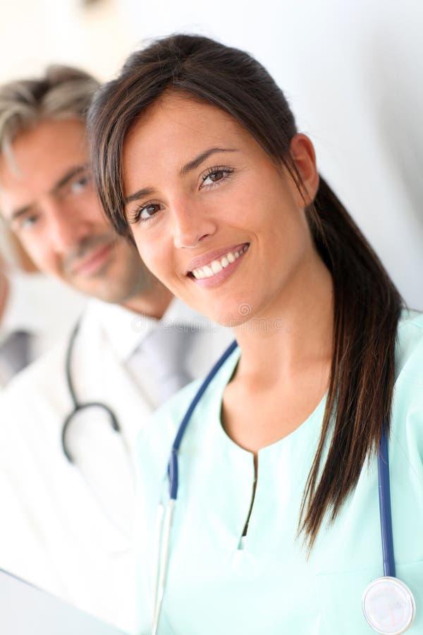 微笑的护士纵向  免版税库存照片
