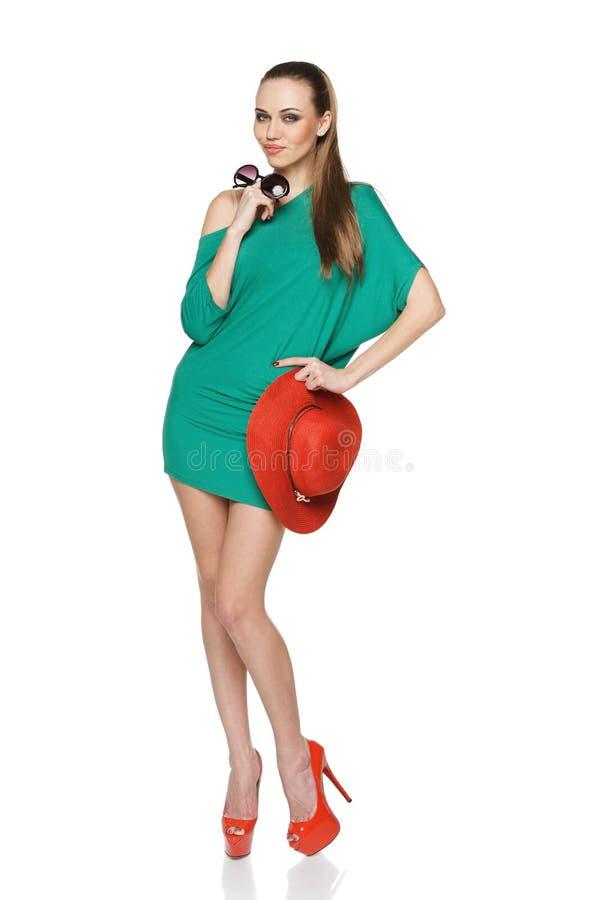微笑的时尚夏天妇女 免版税库存图片