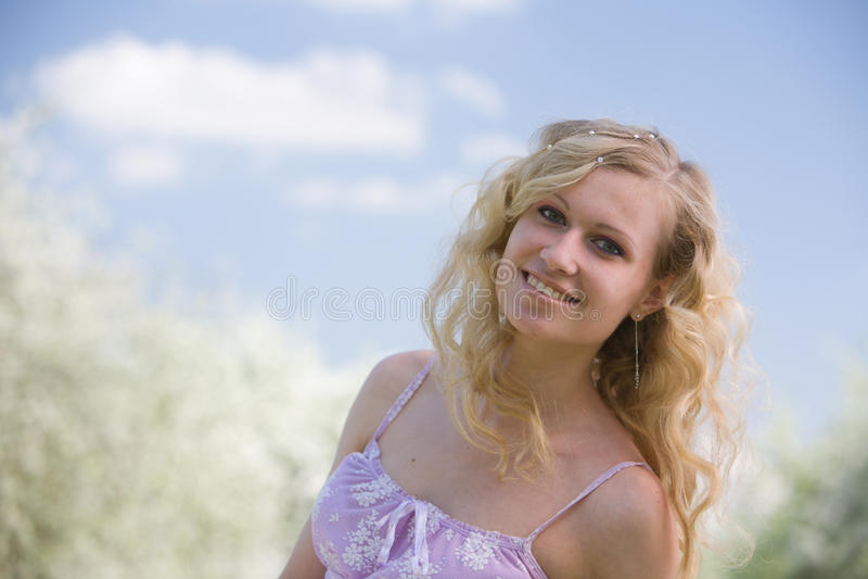 微笑的春天妇女 库存图片