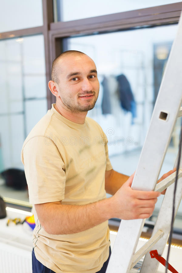 微笑的电工人 图库摄影