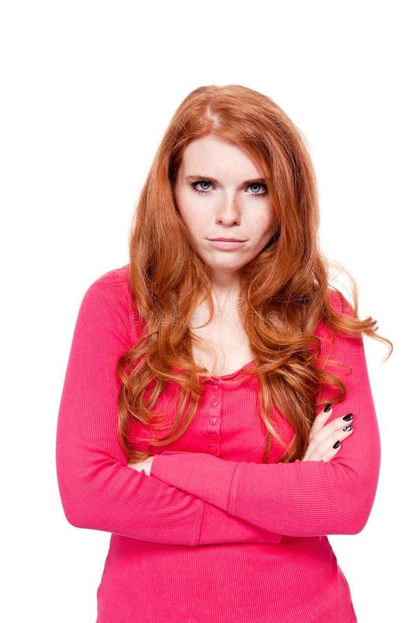 年轻微笑的红头发人妇女画象被隔绝的表示 图库摄影