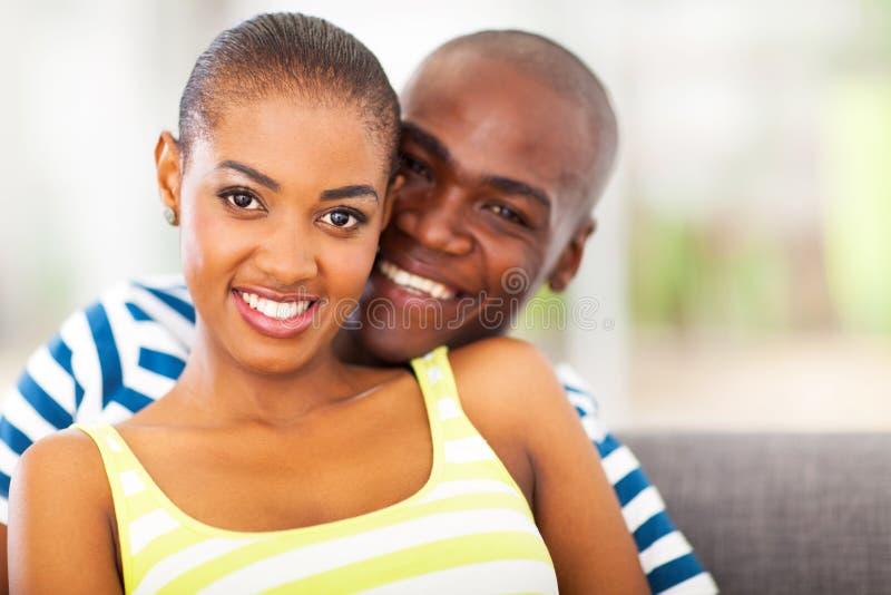微笑的非洲夫妇 库存图片