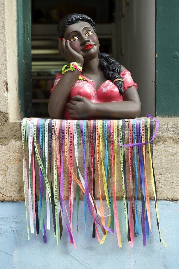 微笑的巴西妇女小雕象萨尔瓦多巴伊亚 库存图片