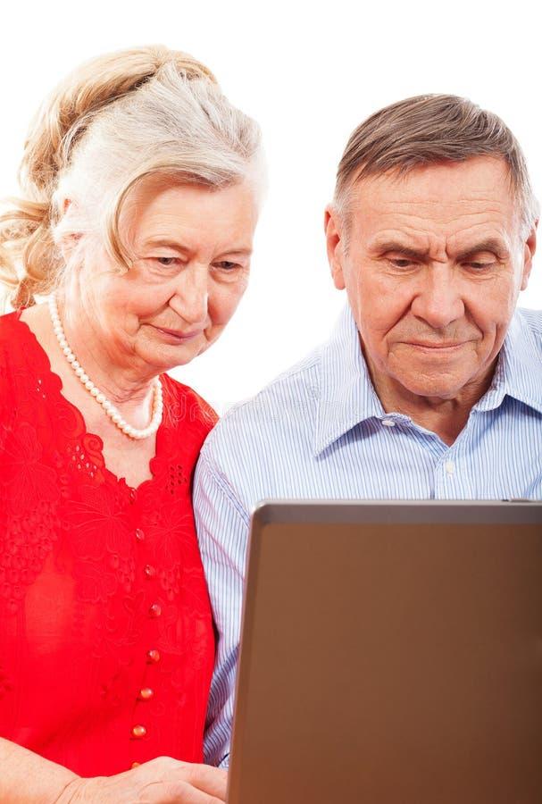 Download 微笑的年长夫妇画象。 库存图片. 图片 包括有 更老, 空白, 夫人, 成熟, 关心, 夫妇, 人力, 年长 - 30333001