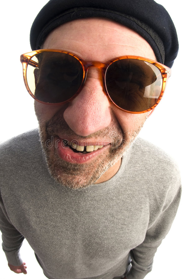 微笑艺术家贝雷帽关闭愉快的帽子大的鼻子  免版税库存照片