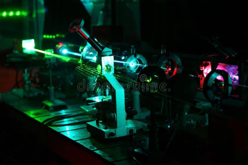 微粒的移动由激光射线的 库存图片