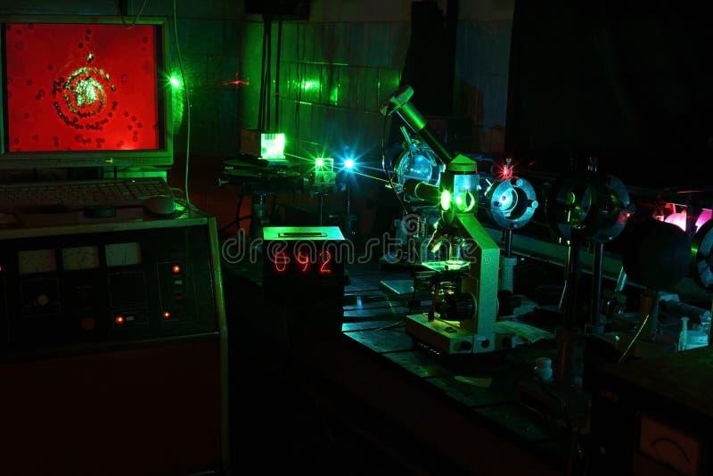 微粒的移动由激光的在实验室 库存照片