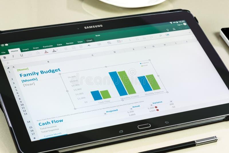 微软办公软件在三星片剂的Excel app 库存图片
