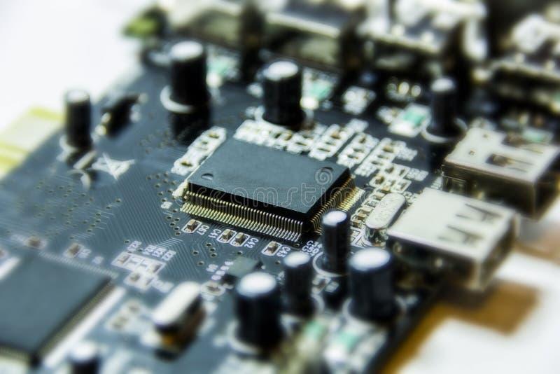 微集成电路和晶体管 免版税库存图片