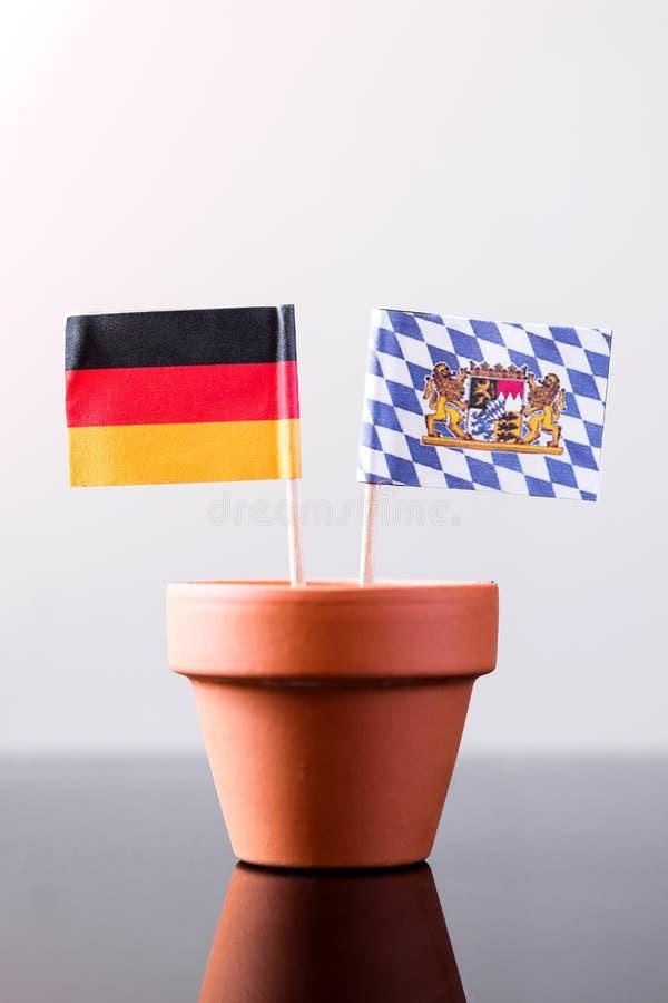 德国人和巴伐利亚旗子 库存照片