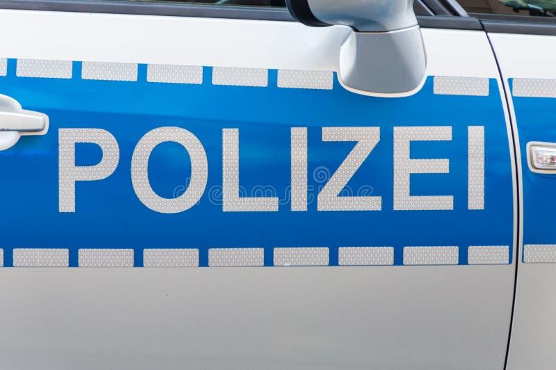 德国人Polizei汽车在巡逻车的标签徽章 库存照片