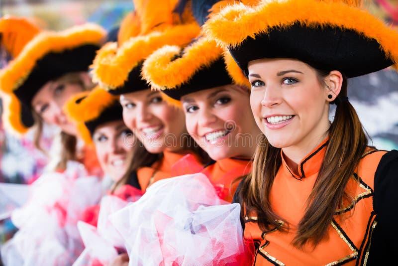 德国传统舞蹈小组Funkenmariechen 库存图片