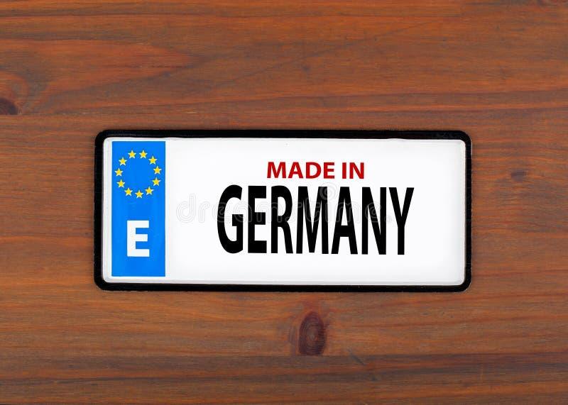 德国做 在一个木板上金属片与单欧洲人 图库摄影