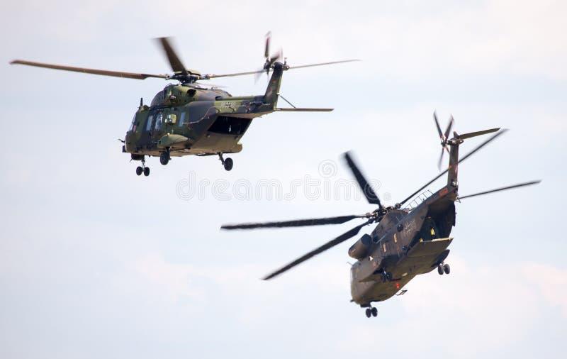 德国军事运输直升机、nh 90和ch 53 库存照片