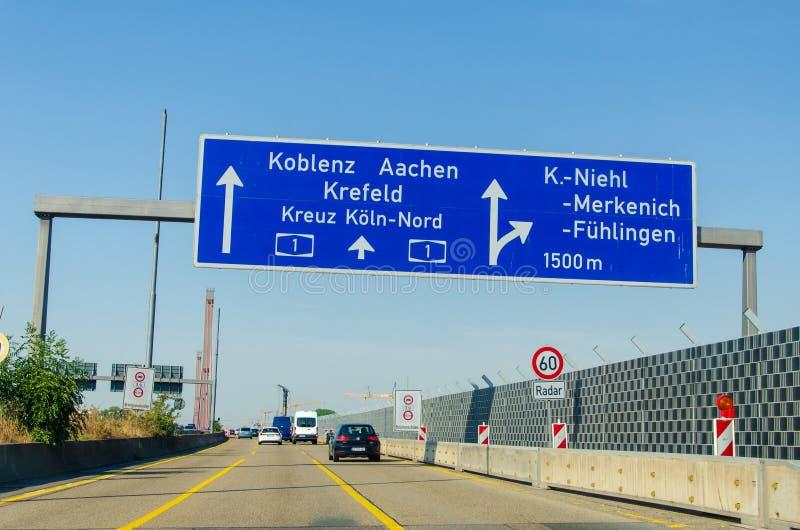 德国勒沃库森市 — 2019年7月26日:勒弗库森大桥,莱弗库森莱茵河和科隆的公路桥 免版税图库摄影
