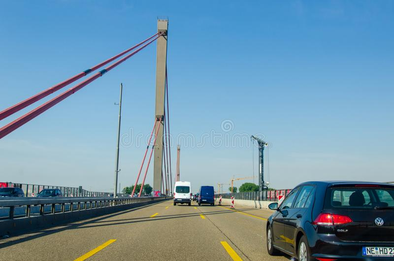 德国勒沃库森市 — 2019年7月26日:勒弗库森大桥,莱弗库森莱茵河和科隆的公路桥 免版税库存图片
