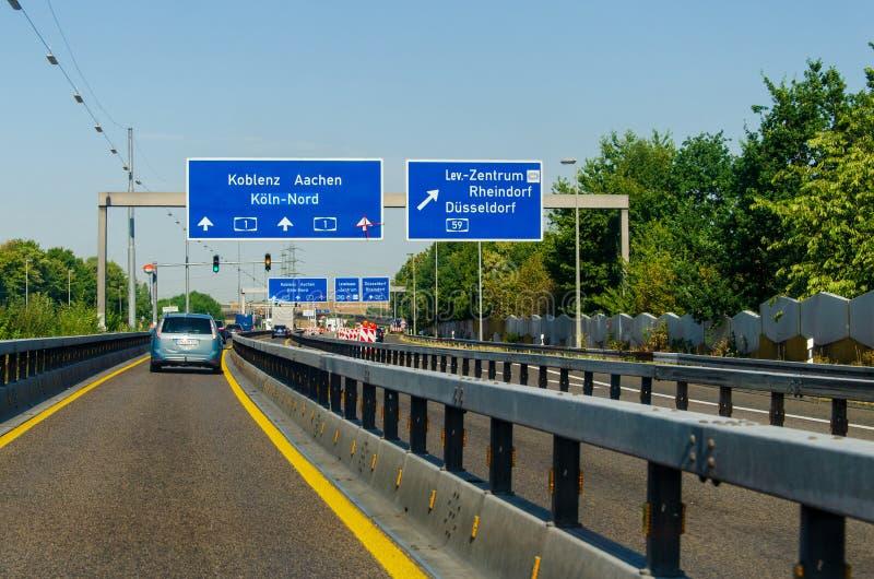 德国勒沃库森市 — 2019年7月26日:德国A1高速公路路面交通 汽车 库存图片