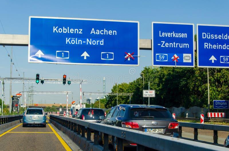 德国勒沃库森市 — 2019年7月26日:德国A1高速公路路面交通 汽车 库存照片