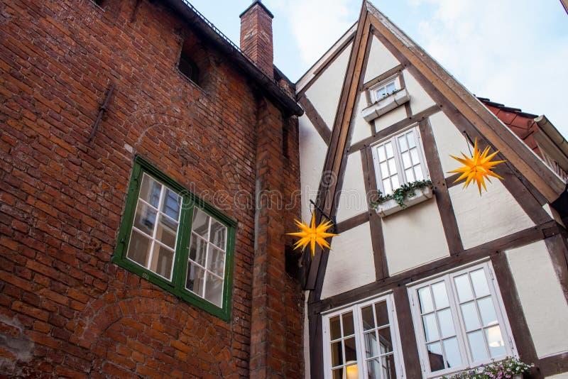 德国半木料半灰泥的房子传统门面  中世纪欧洲建筑学 典型的村庄在德国 图库摄影