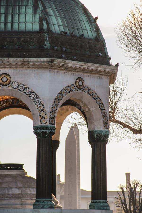 德国喷泉和埃及方尖碑,伊斯坦布尔 免版税库存照片