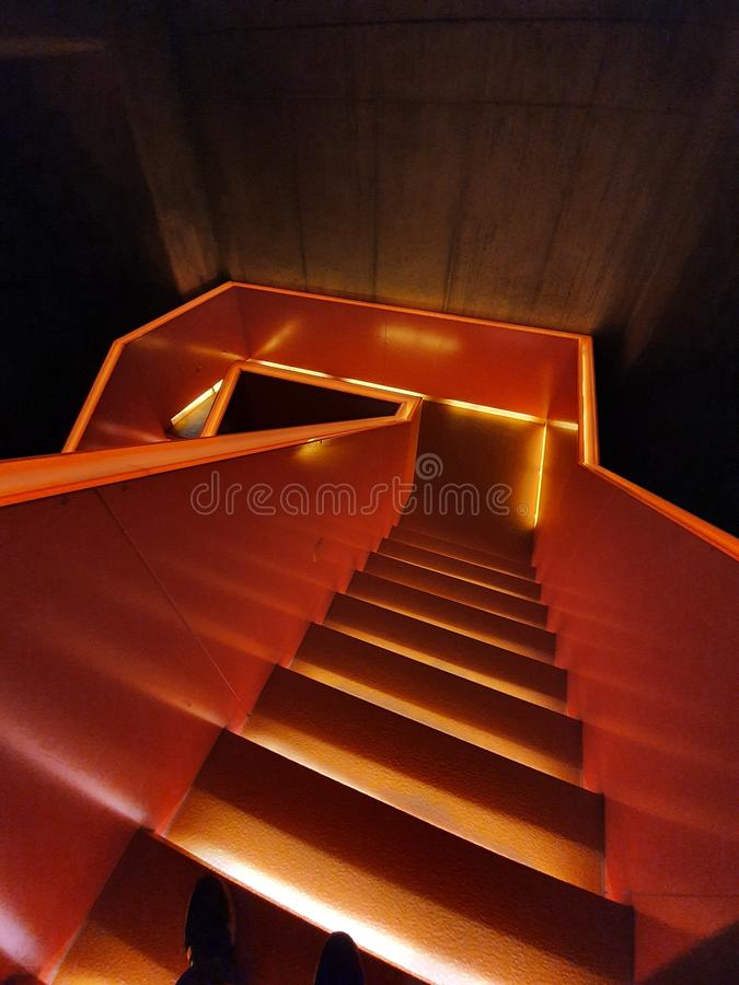 德国埃森的橙色楼梯和x28;Zeche Zollverein& x29; 库存图片