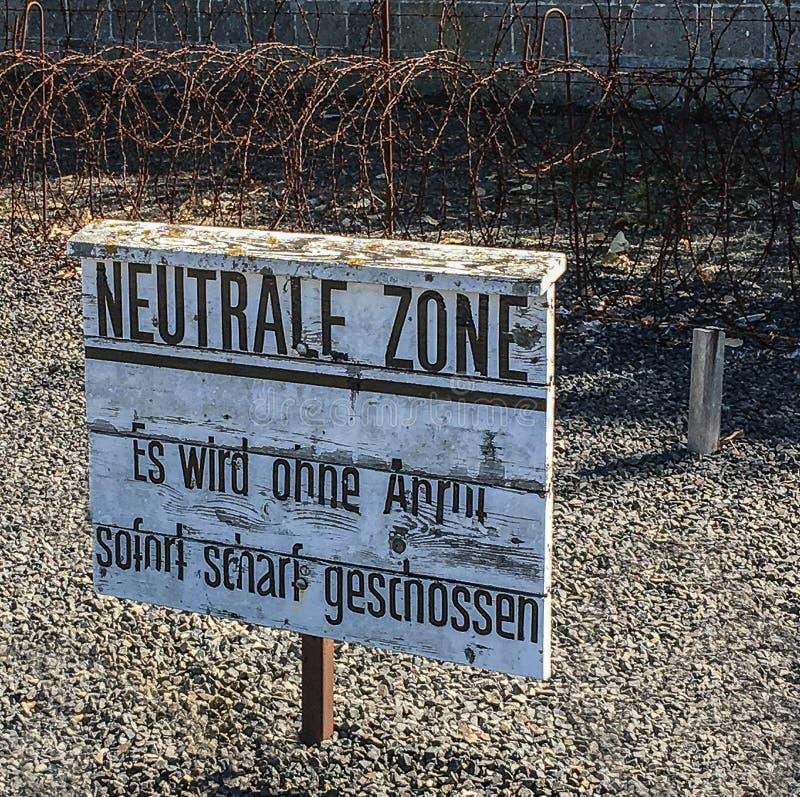 德国奥拉宁堡萨森豪森二战集中营中性地带标志 免版税库存照片