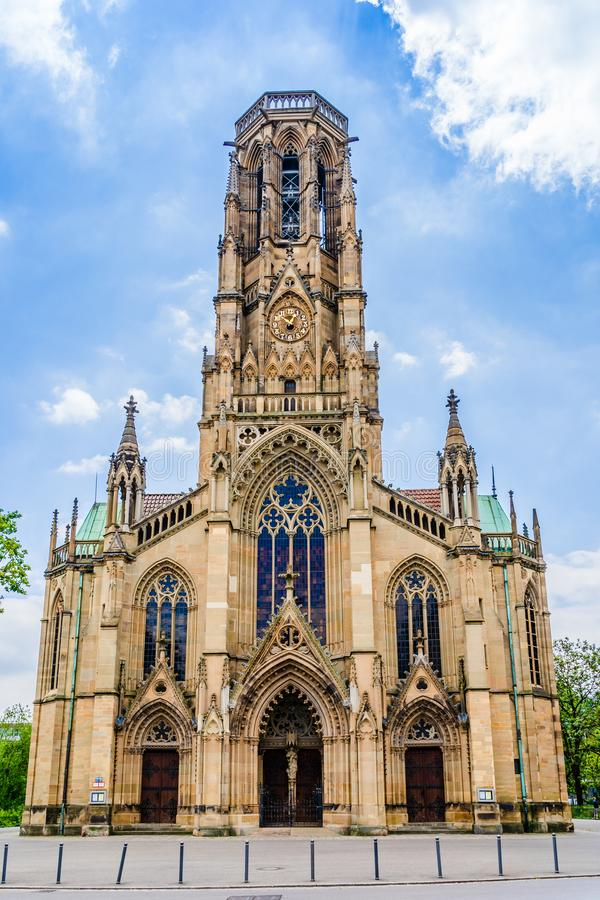 德国巴登·伍腾堡市斯图加特的中世纪哥特式圣约翰教堂正面 免版税图库摄影