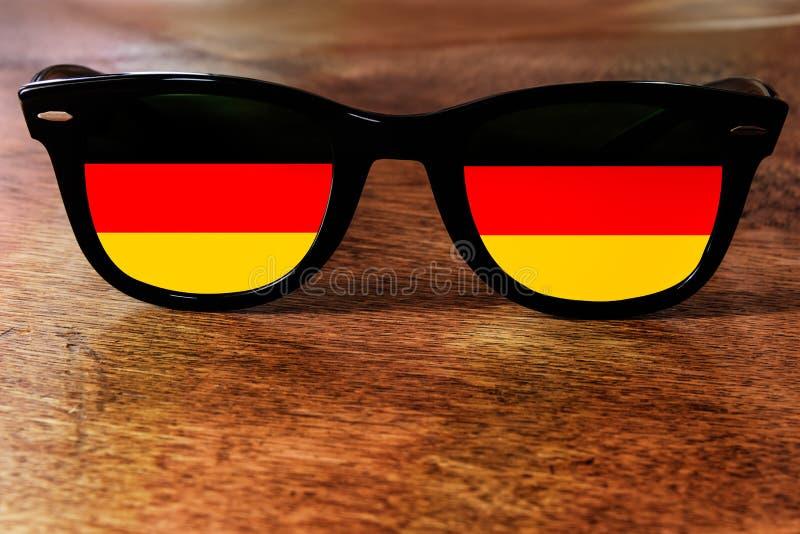 德国旗子反射 免版税库存图片