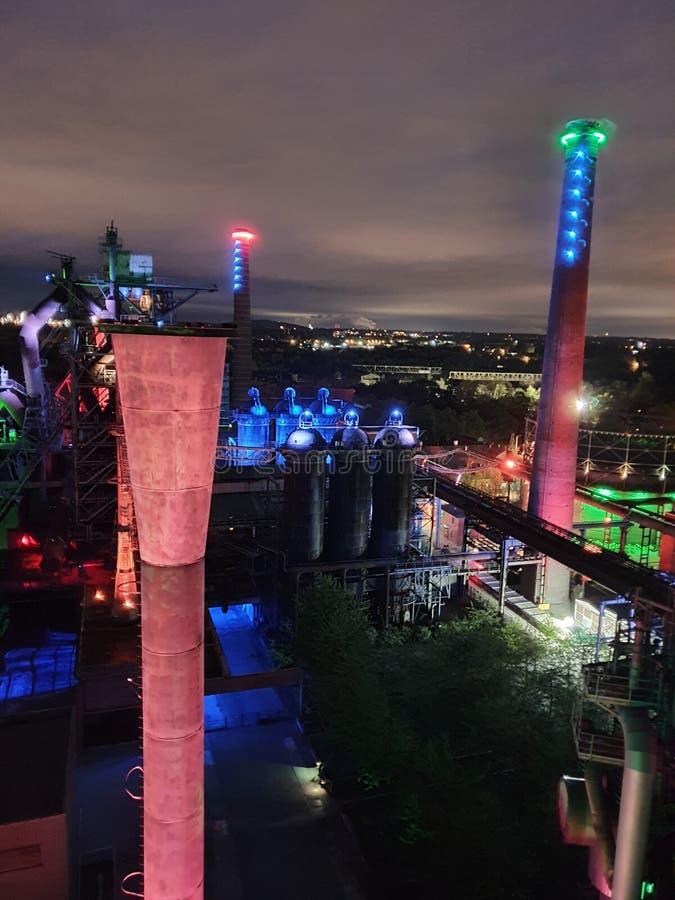 德国杜伊斯堡夜射惊人 免版税库存图片