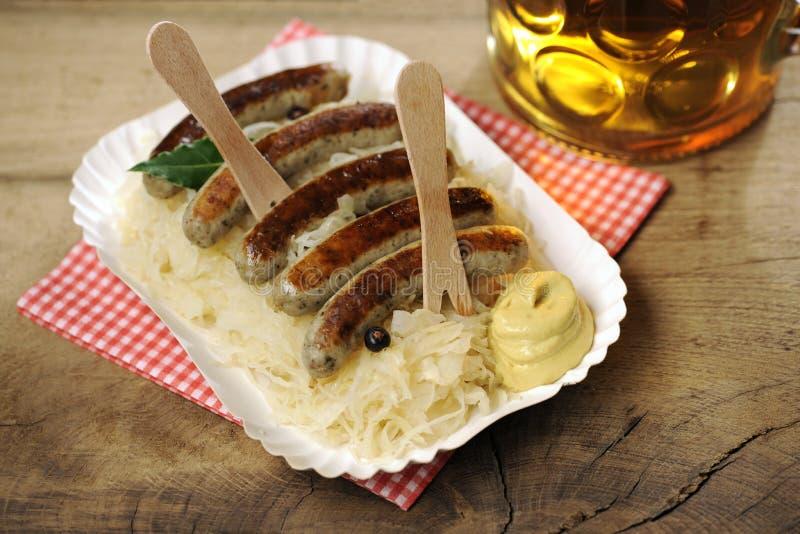 德国泡菜+ Nuernberger Bratwuerstchen 免版税库存图片