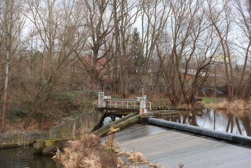 德国耶拿河畔可再生能源水电站 免版税库存照片