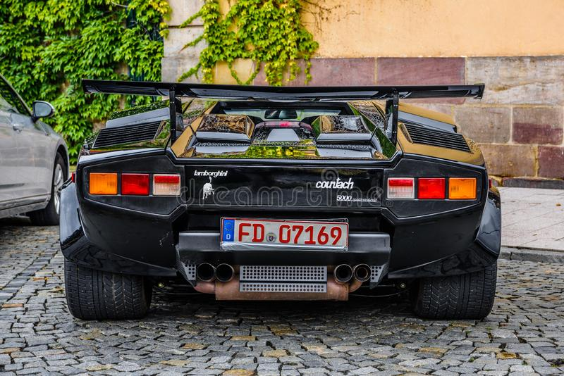 德国,富尔达- 2019年7月:黑人蓝宝坚尼COUNTACH是一个后方中间引擎,意大利人生产的后轮驱动的跑车 免版税库存照片