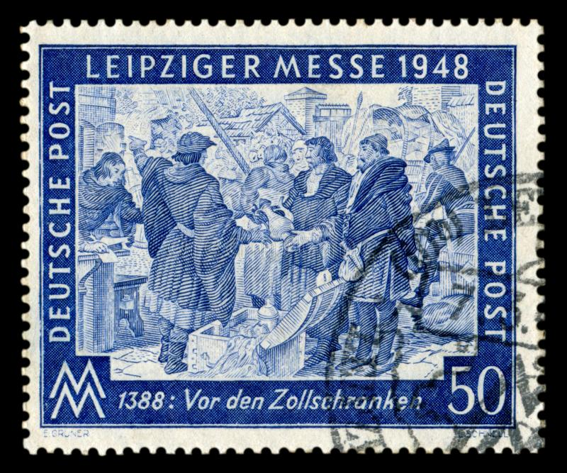 德国- 7日行军1948年:德国历史邮票:与特别取消,1948年3月7日,中世纪merc的春天莱比锡商品交易会 库存照片