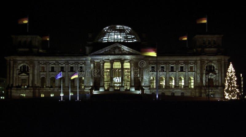 德国Reichstag联邦议会在柏林夜 图库摄影