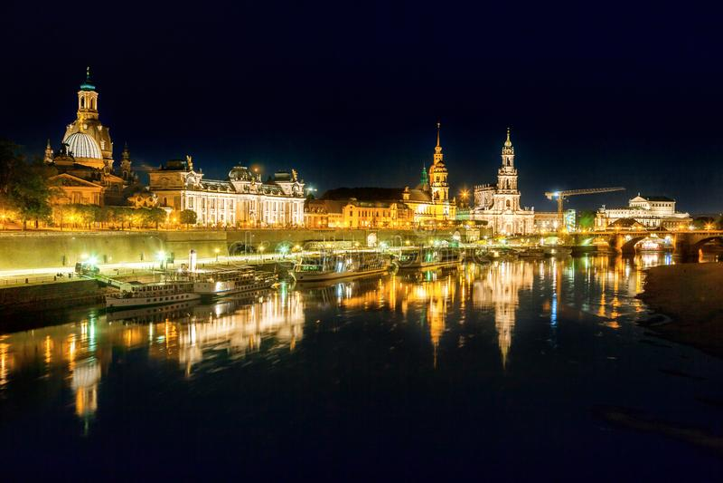 德累斯顿夜场面  库存图片