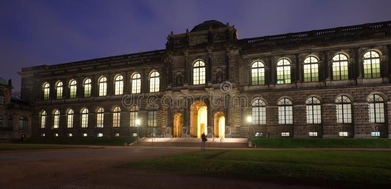 Download 德累斯顿晚上宫殿zwinger 库存照片. 图片 包括有 德语, 拱道, 室外, 欧洲, 黄昏, 萨克森 - 22356158