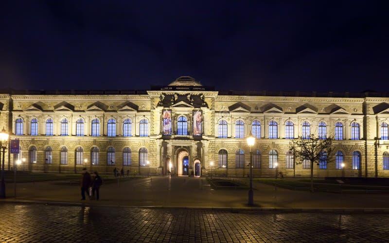 Download 德累斯顿画廊掌握老照片 库存照片. 图片 包括有 巡回表演者, 历史记录, 画廊, 重建, 博物馆, 城市 - 22356290