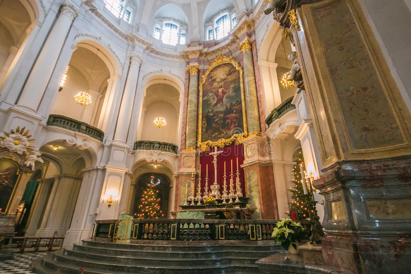 德累斯顿美丽的法坛cathdral在圣诞节蒂姆在德国 免版税库存图片
