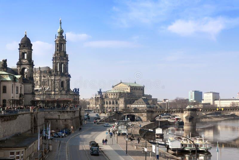 德累斯顿,德国- 03 02 2014年Hofkirche在德累斯顿 从堤防的照片 免版税库存图片